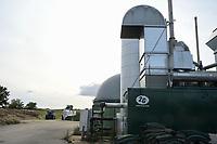 Germany, Biogas plant / DEUTSCHLAND, Damnatz im Wendland, Hof und Biogasanlage von Horst Seide, BHKW und Methanisierung