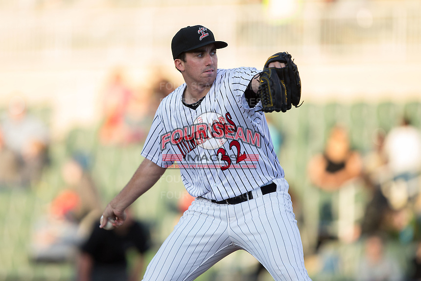 Kannapolis Intimidators starting pitcher Zach Thompson (32) in action against the Hagerstown Suns at Kannapolis Intimidators Stadium on May 6, 2016 in Kannapolis, North Carolina.  The Intimidators defeated the Suns 5-3.  (Brian Westerholt/Four Seam Images)