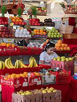 Obst, Chorsu-Basar in Taschkent, Usbekistan, Asien<br /> Selling fruits, Chorsu-Bazaar in Tashkent, Uzbekistan, Asia