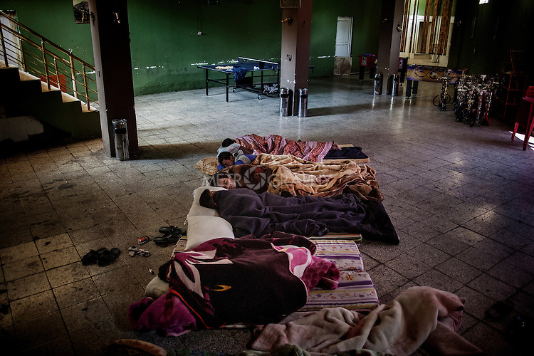 04/06/2014. Shaqlawa, Iraq. -- A group of displaced men from Al Anbar and Syria sleep on the floor at the Gazino cafe, where they all work as waiters.