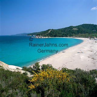 Greece, Central Macedonia, Chalkidiki, Armenistis: village at the East coast of Sithonia Peninsula, secluded sandy beach | Griechenland, Zentralmakedonien, Chalkidiki, Armenistis: Dorf an der Ostkueste der Halbinsel Sithonia, einsamer Sandstrand