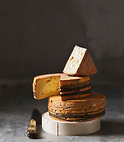Europe/France/Normandie/Basse-Normandie/14/Calvados/Pays d'Auge:   AOC Livarot au lait cru   - Stylisme : Valérie LHOMME  //  France, Calvados, Pays d'Auge, Livarot AOC raw milk, styling, Valerie Lhomme