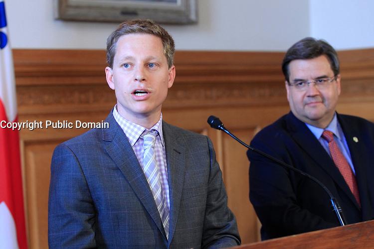 Le maire Denis Coderre recoit Nick Baker<br /> , le 26 mai 2015 a l'Hotel de ville<br /> <br /> PHOTO :   Agence Quebec Presse