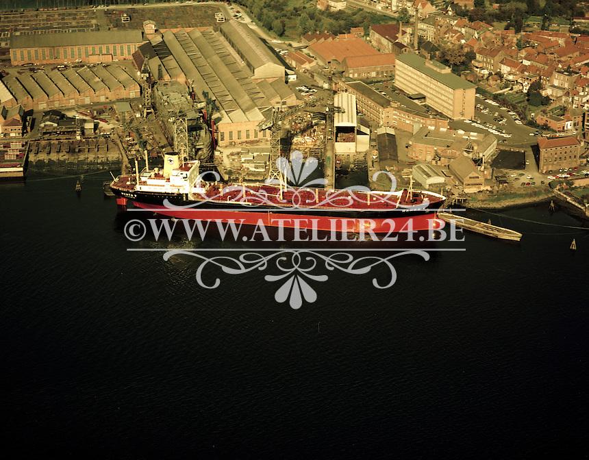 Oktober 1972. Antwerpen en de Schelde. Schip Mando V.