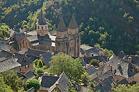 France, Aveyron (12), Conques, labellisé Les Plus Beaux Villages de France, étape majeure sur le chemin de Saint-Jacques-de-Compostelle, village et abbatiale Sainte-Foy du XIe siècle, chef-d'oeuvre de l'art roman // France, Aveyron, Conques, labelled Les Plus Beaux Villages de France (The most beautiful villages of France)