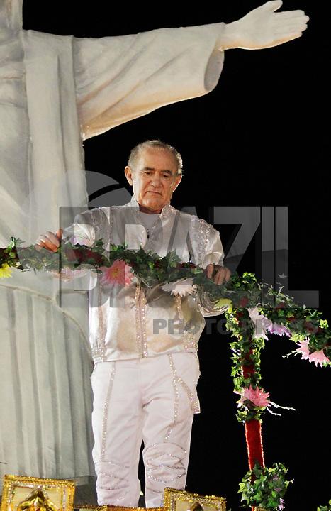 SÃO PAULO, SP, 06 DE MARÇO DE 2011 - CARNAVAL 2011 / X-9 PAULISTANA  - O humorista Renato Aragão homenageado pela X-9 Paulistana é visto durante o segundo dia dos desfiles as escolas do Grupo Especial de São Paulo, no Sambódromo do Anhembi, zona norte da capital paulista, na madrugada deste domingo. (06). (FOTO: ALE VIANNA / NEWS FRE).