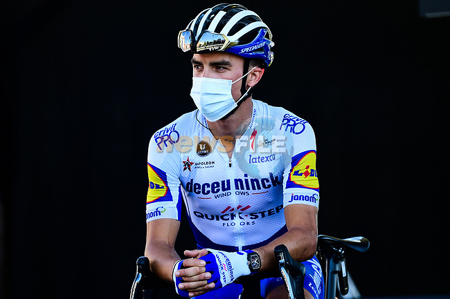 Julian Alaphilippe (FRA) Deceuninck-Quick Step at sign on before the start of Stage 2 of Tour de France 2020, running 186km from Nice Haut Pays to Nice, France. 30th August 2020.<br /> Picture: ASO/Alex Broadway | Cyclefile<br /> All photos usage must carry mandatory copyright credit (© Cyclefile | ASO/Alex Broadway)