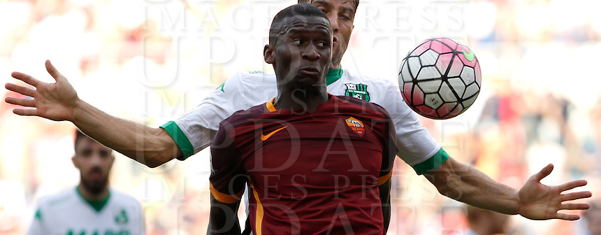 Calcio, Serie A: Roma vs Sassuolo. Roma, stadio Olimpico, 20 settembre 2015.<br /> Roma's Antonio Ruediger eyes the ball during the Italian Serie A football match between Roma and Sassuolo at Rome's Olympic stadium, 20 September 2015.<br /> UPDATE IMAGES PRESS/Isabella Bonotto