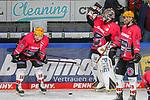 Bremerhavens TYEMCGINN (Nr.16) und Bremerhavens BRANDONMAXWELL (Nr.31) beim warm up  beim Spiel in der Gruppe Nord der DEL, Krefeld Pinguine (schwarz) – Fischtown Pinguins Bremerhaven (weiss).<br /> <br /> Foto © PIX-Sportfotos.de *** Foto ist honorarpflichtig! *** Auf Anfrage in hoeherer Qualitaet/Aufloesung. Belegexemplar erbeten. Veroeffentlichung ausschliesslich fuer journalistisch-publizistische Zwecke. For editorial use only.