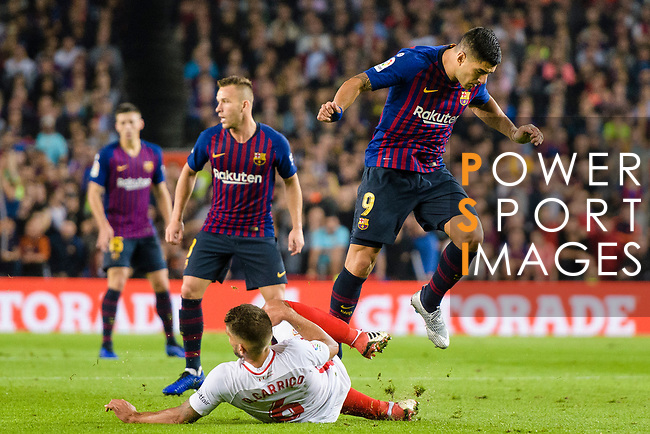 Luis Suarez of FC Barcelona (R) fights for the ball with Daniel Carrico of Sevilla FC (L) during the La Liga 2018-19 match between FC Barcelona and Sevilla FC at Camp Nou Stadium on October 20 2018 in Barcelona, Spain. Photo by Vicens Gimenez / Power Sport Images