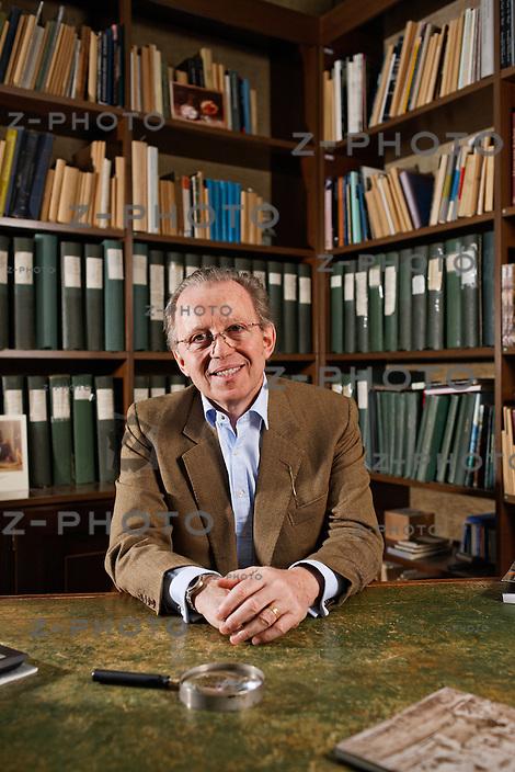 Portrait von David Koetser / Haendler der David Koetser Gallery am 7. Februar 2012 an Talstrasse 37 in Zuerich..Copyright © Zvonimir Pisonic