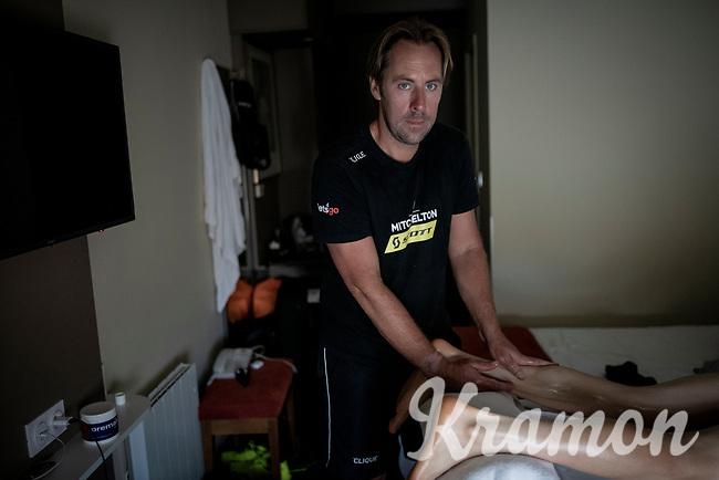 Team Mitchelton-Scott soigneur Joachim Schoonacker at work <br /> <br /> rest day 1<br /> 106th Tour de France 2019 (2.UWT)<br /> <br /> ©kramon