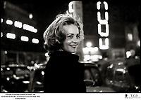 Prod DB © Nouvelles Editions de Films / DR<br /> ASCENSEUR POUR L'ECHAFAUD (ASCENSEUR POUR L'ECHAFAUD) de Louis Malle 1958 FRA<br /> avec Jeanne Moreau<br /> portrait, neons