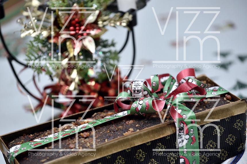 BOGOTA-COLOMBIA-24-12-2012. Torta navideña con motivos alusivos a Papá Noel. Christmas cake with scenes from a Santa Claus Photo: VizzorImage