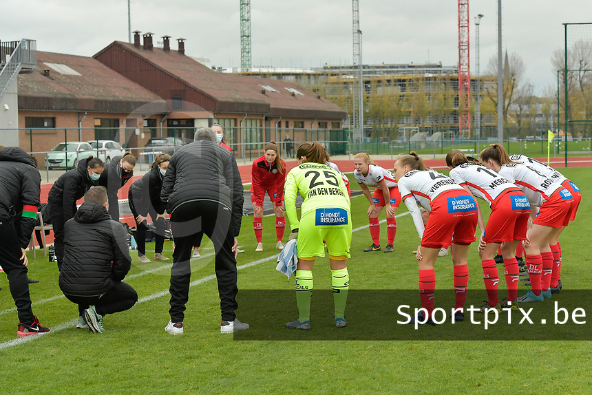 teambuilding of Zulte Waregem's players pictured before a female soccer game between SV Zulte - Waregem and KRC Genk on the 8 th matchday of the 2020 - 2021 season of Belgian Scooore Women s SuperLeague , saturday 21 th of November 2020  in Zulte , Belgium . PHOTO SPORTPIX.BE | SPP | DIRK VUYLSTEKE