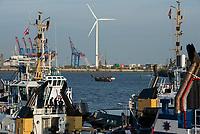 GERMANY, Hamburg, annual port event Hafengeburtstag with  ships on river Elbe and Nordex wind turbine at Hamburg Wasser Koehlbrandhoeft / DEUTSCHLAND Hamburg, Hafengeburtstag, Boote, Schiffe auf der Elbe vor Nordex Windkraftanlage auf dem Koehlbrandhoeft von Hamburg Wasser
