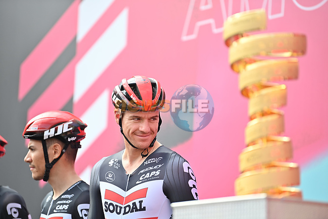 Adam Hansen (AUS) and Lotto-Soudal at sign on before the start of Stage 4 of the 103rd edition of the Giro d'Italia 2020 running 140km from Catania to Villafranca Tirrena, Sicily, Italy. 6th October 2020.  <br /> Picture: LaPresse/Massimo Paolone | Cyclefile<br /> <br /> All photos usage must carry mandatory copyright credit (© Cyclefile | LaPresse/Massimo Paolone)