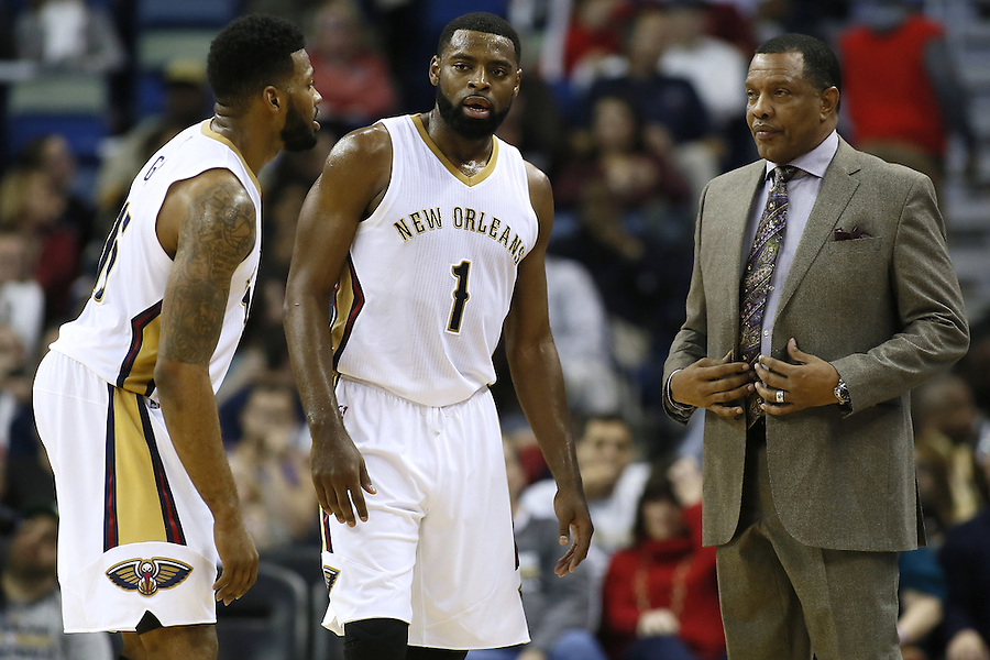 New Orleans Pelicans head coach Alvin Gentry talks to guard Tyreke Evans (1) and forward Alonzo Gee, left, during the second half of an NBA basketball game against the Minnesota Timberwolves Tuesday, Jan. 19, 2016, in New Orleans. The Pelicans won 114-99.(AP Photo/Jonathan Bachman)
