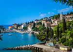 Kroatien, Istrien, Kvarner Bucht, Opatija, Ortsteil Volosko: Blick auf die Stadt mit Hafen an der Opatija Riviera | Croatia, Istria, Kvarner Gulf, Opatija, district Volosko: view at town with harbour at Opatija Riviera