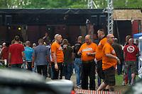 """Mehrere hundert Rechtsradikale aus ganz Deutschland kamen am Samstag den 18. Mai 2013 zu einem sog. Rechtsrock-Konzert nach Finowfurt in Brandenburg. Sie versammelten sich auf dem Gelaende des Neonazis Klaus Mann. Klaus Mann, einstiger Brandenburger DVU-Chef, veranstaltet seit laengerem Neonazi-Konzerte, dieses sollte mit 13 geplanten Bandauftritten das bislang groesste werden. Das Konzert wurde als Benefitzkonzert mit dem Motto """"EINER fuer alle, alle fuer einen"""" beworben, womit nach Insiderangaben der mutmassliche NSU-Unterstuetzer Ralf Wohlleben gemeint ist. <br />Die Polizei loeste das Konzert gegen 21.00 Uhr auf, nachdem Neonazis mehrfach den Hitlergruss gezeigt hatten.<br />Im Bild: Neonazis mit T-Shirts des Ordnerdienst mit der Aufschrift """"Staffel"""". Im Hintergrund die Konzertbuehne.<br />18.5.2013, Finowfurt<br />Copyright: Christian-Ditsch.de<br />[Inhaltsveraendernde Manipulation des Fotos nur nach ausdruecklicher Genehmigung des Fotografen. Vereinbarungen ueber Abtretung von Persoenlichkeitsrechten/Model Release der abgebildeten Person/Personen liegen nicht vor. NO MODEL RELEASE! Don't publish without copyright Christian-Ditsch.de, Veroeffentlichung nur mit Fotografennennung, sowie gegen Honorar, MwSt. und Beleg. Konto:, I N G - D i B a, IBAN DE58500105175400192269, BIC INGDDEFFXXX, Kontakt: post@christian-ditsch.de<br />Urhebervermerk wird gemaess Paragraph 13 UHG verlangt.]"""