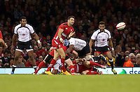 Pictured: Mike Phillips of Wales (2nd L) passing the ball while being tackled by Leone Nakarawa of Fiji. Saturday 15 November 2014<br />