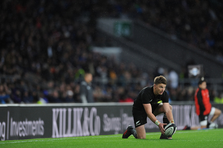 Beauden Barrett of New Zealand lines up a kick during the 125th Anniversary Match between Barbarians and New Zealand at Twickenham Stadium on Saturday 4th November 2017 (Photo by Rob Munro/Stewart Communications)