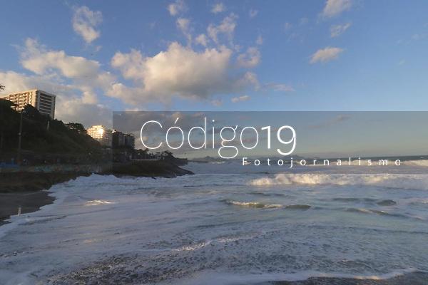 RJ. RIO DE JANEIRO 20.07.19 ENTARDECER. Entardecer deste sábado,  20, na praia do Diabo, zona sul.(Foto Ellan Lustosa/Código 19)