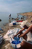 INDIA, Varanasi, dhobiwallah, caste of washerman wash clothes in the holy Ganga river / INDIEN Benares, Waescher waschen Waesche im heiligen Fluss Ganges