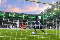 Parade of goalwart Yann SOMMER (r. MG) versus Robert LEWANDOWSKI (M), goalchance, action, football 1st Bundesliga, 1st matchday, Borussia Monchengladbach (MG) - FC Bayern Munich (M) 1: 1, on August 13, 2021 in Borussia Monchengladbach / Germany. #DFL regulations prohibit any use of photographs as image sequences and / or quasi-video # Â