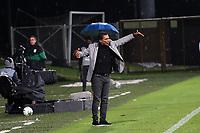 BOGOTÁ - COLOMBIA, 25-04-2021 .Alexis García director técnico de La Equidad gesticula durante partido por la aperrura de los cuartos de final entre La Equidad y el Atlético Nacional como parte de la Liga BetPlay DIMAYOR 2021 jugado en el estadio  Metropolitano de Techo  de la ciudad de Bogotá. / Alexis García coach of La Equidad gestures during the match for the opening of the quarterfinals between La Equidad and Atlético Nacional as part of the BetPlay DIMAYOR 2021 League played at the Metropolitano de Techo stadium in the city of Bogotá.. Photo: VizzorImage / Felipe Caicedo / Staff