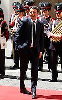 Il Presidente del Consiglio Matteo Renzi attende l'arrivo della Presidente del Cile a Palazzo Chigi, Roma, 4 giugno 2015.<br /> Italian Premier Matteo Renzi waits for the arrival of Chilean President at Chigi Palace, Rome, 4 June 2015.<br /> UPDATE IMAGES PRESS/Riccardo De Luca