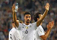 Sami Khedira (Deutschland Germany) bedankt sich bei den Fans für die Unterstützung und grüßt die Fans, denen er Freikarten spendiert hat - 04.09.2017: Deutschland vs. Norwegen, Mercedes Benz Arena Stuttgart