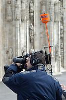 - Italian Radio Television (RAI) video operator during a manifestation in Duomo square....- video operatore della Radio Televisione Italiana (RAI) durante una manifestazione in piazza del Duomo