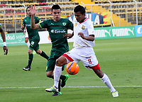 BOGOTA -COLOMBIA, 22-05-2017.Luis Mosquera (R)  player of Rionegro Aguilas fights the ball agaisnt of Walmer Pacheco (L) player of La Equidad.  Action game between  La Equidad and Rionegro Aguilas during match for the date 19 of the Aguila League I 2017 played at Metroplitano of Techo stadium . Photo:VizzorImage / Felipe Caicedo  / Staff
