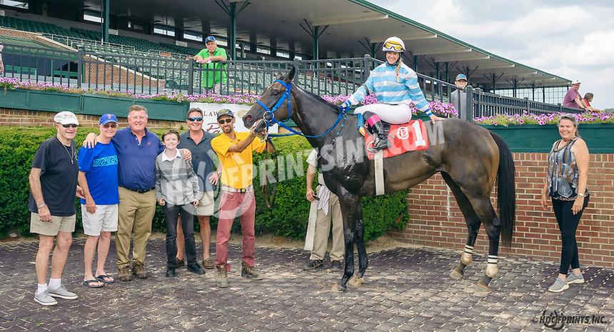 Helluva Lady winning at Delaware Park on 8/9/21