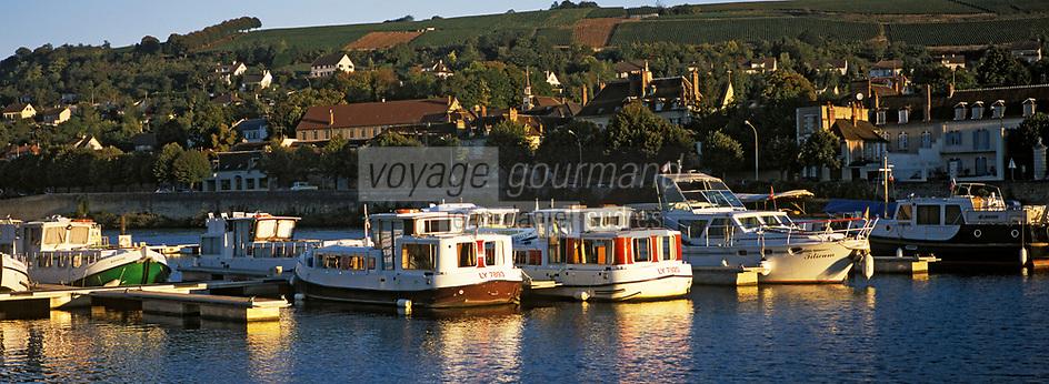 Europe/France/89/Bourgogne/Yonne/Joigny: La Vallée de l'Yonne & le port fluvial avec ses house-boat