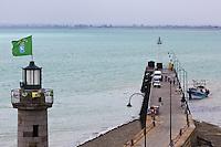 Europe/France/Bretagne/35/Ille et Vilaine/Cancale: Le Port du Houle et son phare //   <br /> // France, Ille et Vilaine, cote d'emeraude (Emerald Coast), Cancale, The Port of Houle and its lighthouse
