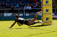 Photo: Richard Lane/Richard Lane Photography. London Wasps v Gloucester Rugby. Aviva Premiership. 01/04/2012. Wasps' Nic Berry dives in for a try.