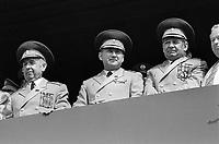 - Praga, Repubblica Ceca (allora Cecoslovacchia), parata per il 1° maggio 1988, festa dei lavoro; ufficiali sovietici<br /> <br /> - Prague, Czech Republic (then Czechoslovakia), parade on 1 May 1988, the labor feast; Soviet officers