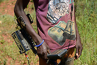 TANZANIA Geita, artisanal gold mining in Nyarugusu, man searching with metal detector for gold / TANSANIA Geita, kleine Goldminen in Nyarugusu, Mann sucht mit Detektor nach Gold
