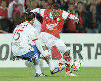 BOGOTÁ-COLOMBIA-11-02-2014. Wilder Medina (Deer.) jugador del Independiente Santa Fe de Colombia, disputa el balón con Raul Piris (Izq.) jugador del Nacional de Paraguay, durante partido entre Independiente Santa Fe y Nacional de la segunda fase, grupo 4, de la Copa Bridgestone Libertadores en el estadio Nemesio Camacho El Campin, de la ciudad de Bogota./ Wilder Medina (R) player of Independiente Santa Fe of Colombia, vies for the ball with Raul Piris (L) player of Nacional of Paraguay, during a match between Independiente Santa Fe and Nacional for the second phase, group 4, of the Copa Bridgestone Libertadores in the Nemesio Camacho El Campin in Bogota city.  Photo: VizzorImage/ Gabriel Aponte /Staff