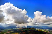 Schneeschauer aus Cumulus im April: EUROPA, DEUTSCHLAND, MECKLENBURG- VORPOMMERN 01.04.2015 Schneeschauer aus Cumulus im April