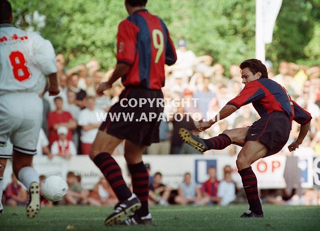 Bennekom,27-07-99  Foto:Koos Groenewold (APA)<br />Litmanen scoorde met een aantal gerichte trappen maar liefst 5 keer in de eerste helft.Hier scoort hij z`n eerste.
