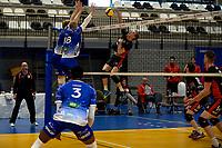 27-02-2021: Volleybal: Amysoft Lycurgus v Computerplan VCN: Groningen VCN  speler  Tom van Reeuwijk slaat de bal on het blok