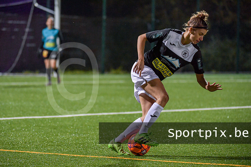 Aalst's midfielder Justine Blave (22) pictured during a female soccer game between RSC Anderlecht Dames and Eendracht Aalst Ladies  on the fourth matchday of the 2020 - 2021 season of Belgian Womens Super League , Tuesday 13 th of October 2020  in ANDERLECHT , Belgium . PHOTO SPORTPIX.BE | SPP | STIJN AUDOOREN