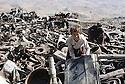 Irak 1991  Récupération de ferrailles dans la garnison détruite de Rowanduz  Iraq 1991  Collecting scrap iron in Rowanduz garrison