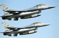 """- coppia di caccia USA F 16 """"Fighting Falcon"""" in volo....- couple of  F 16  """"Fighting Falcon"""" USA fighters in flight"""