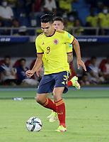 BARRANQUILLA – COLOMBIA, 09-09-2021: Radamel Falcao Garcia de Colombia (COL) durante partido entre los seleccionados de Colombia (COL) y Chile (CHI), de la fecha 9 por la clasificatoria a la Copa Mundo FIFA Catar 2022, jugado en el estadio Metropolitano Roberto Melendez en Barranquilla. / Radamel Falcao Garcia of Colombia (COL) during match between the teams of Colombia (COL) and Chile (CHI), of the 9th date for the FIFA World Cup Qatar 2022 Qualifier, played at Metropolitan stadium Roberto Melendez in Barranquilla. / Photo: VizzorImage / Jairo Cassiani / Cont.