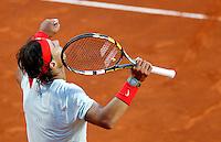 Lo spagnolo Rafael Nadal esulta durante gli Internazionali d'Italia di tennis a Roma, 17 Maggio 2013..Spain's Rafael Nadal celebrates during the Italian Open Tennis tournament ATP Master 1000 in Rome, 17 May 2013.UPDATE IMAGES PRESS/Isabella Bonotto