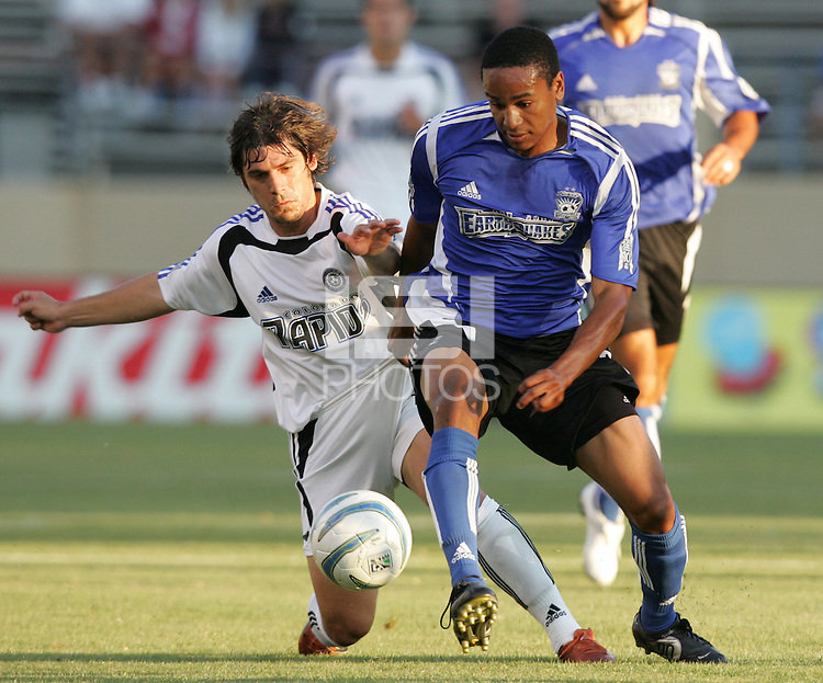 29 June 2005: Richardo Clark of Earthquakes fights for the ball against Luchi Gonzalez of Rapids at Spartan Stadium in San Jose, California.   Earthquakes defeated Rapids, 1-0.  Mandatory Credit: Michael Pimentel / ISI